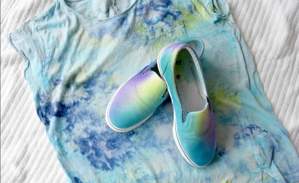 Selbst gefärbtes Shirt & Schuhe