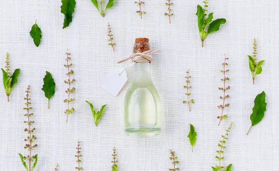 5 ätherische Öle, die in keiner Hausapotheke fehlen dürfen