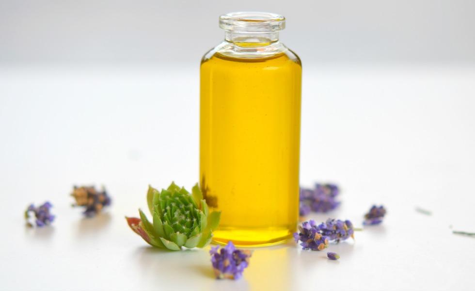 Heilkräuter im Gesichtspflegeöl für unreine Haut
