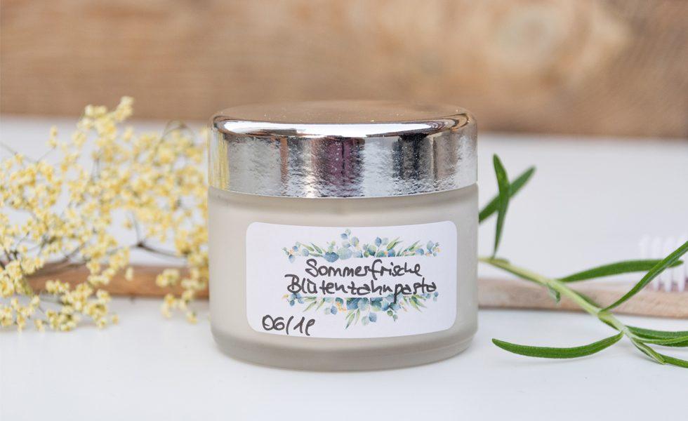 Zahnpasta selbst gemacht - sommerfrische Blütenzahnpasta