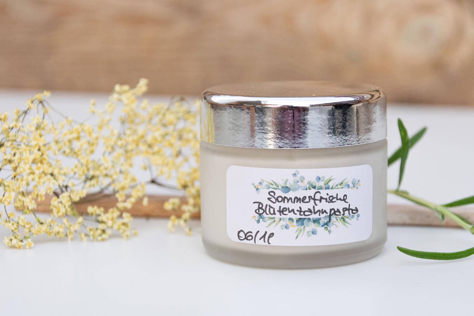 Sommerfrische Blütenzahnpasta selbstgemachte Zahnpasta DIY