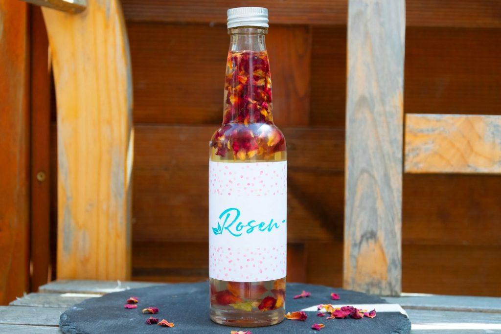 Rosen-Körperöl in zwei Varianten als Geschenk