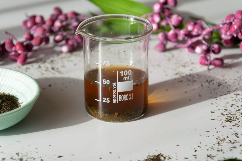 Grünen Tee verwenden wir als Grundlage für unsere Maske!